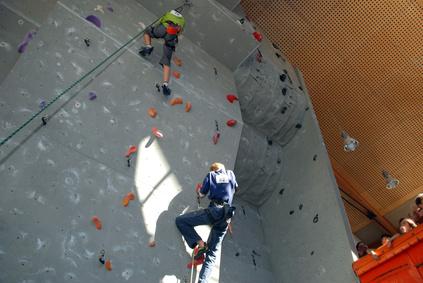 Kletterausrüstung Hamburg Kaufen : Sportklettern und bouldern in kletterhallen outdoor kletterparks